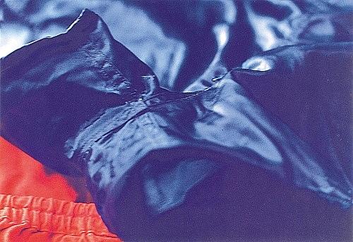 "Wolfgang Tillmans – ""Faltenwurf (blue shorts) I"", 1996 c-print 30,5 x 40,6 cm"