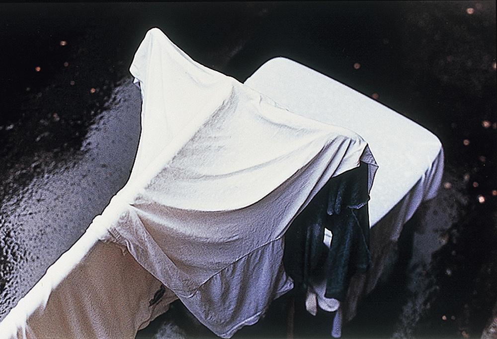"Wolfgang Tillmans – ""Faltenwurf (broomstick)"", 1992 c-print 30,5 x 40,6 cm"