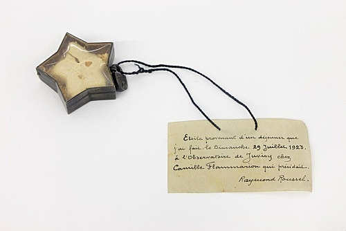 – Cosmic Star, 1923 Star-shaped glass box, cookie, metal, glass, cardboard and thread 14 x 6 cm Collection Pierre Leroy, Paris