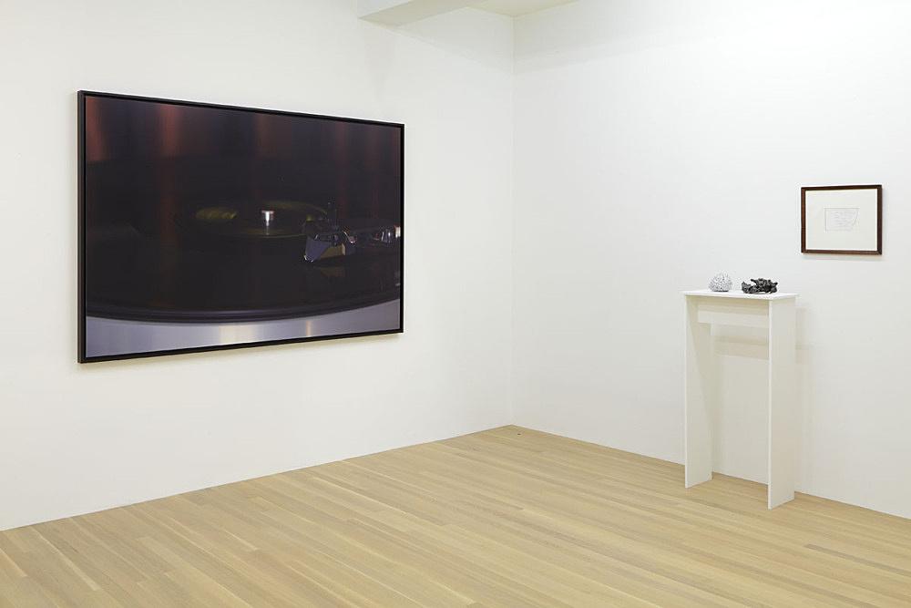 "Julie Ault – ""afterlife"" installation view Galerie Buchholz, New York 2015"
