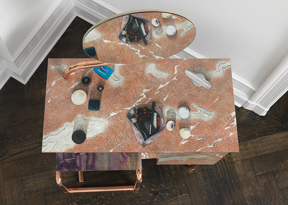 """Lucy McKenzie – """"Quodlibet LXI (Cerfontaine Coiffeuse)"""", 2015 oil on canvas stretched on MDF, copper, mirror 142 x 98 x 50 cm"""