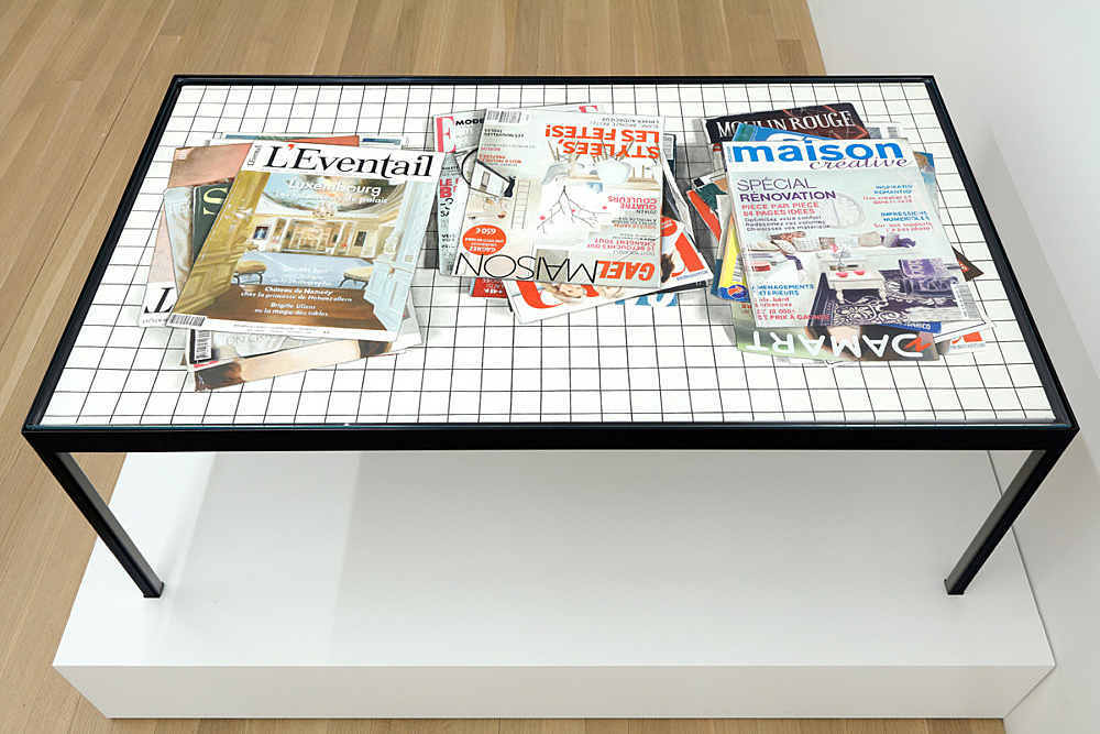 """Lucy McKenzie – """"Quodlibet LVI (Waiting Room Table)"""", 2015 oil on canvas 55 x 100 x 2,5 cm table: steel, glass 40 x 103 x 58,5 cm installation view Galerie Buchholz, New York 2016"""