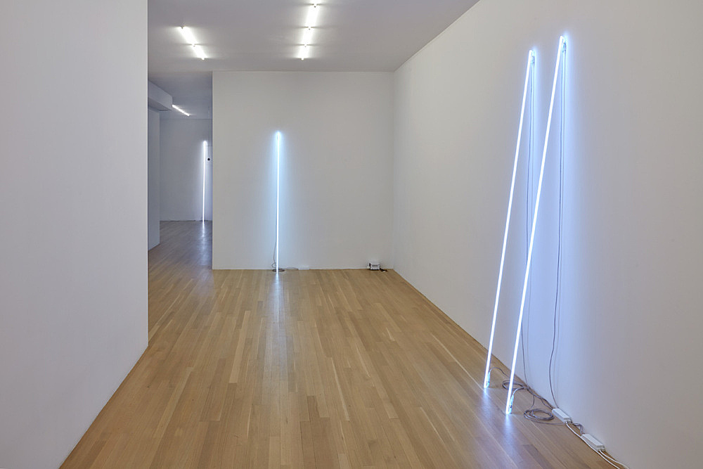 Cerith Wyn Evans – shade/frequency… installation view Galerie Buchholz, New York 2016
