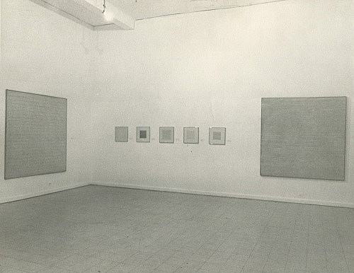 – Installation view of the Agnes Martin exhibition curated by Douglas Crimp Visual Arts Gallery, New York 1971 c-print, 25 x 20.3 cm from the archive of Douglas Crimp