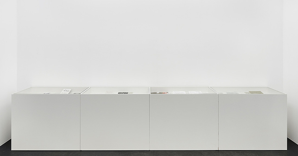 Tony Conrad – 4 Vitrines with notes, reference material, photographs related to the production of Beholden to Victory from the private archive of Tony Conrad installation view Galerie Buchholz, Köln 2016