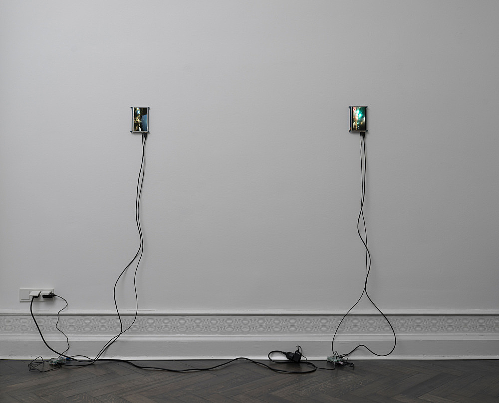 "Loretta Fahrenholz – (with Hans-Christian Lotz) ""Slit-scan X10 1-6"", 2017 7″ monitors, hardware installation view Galerie Buchholz, Berlin 2017"