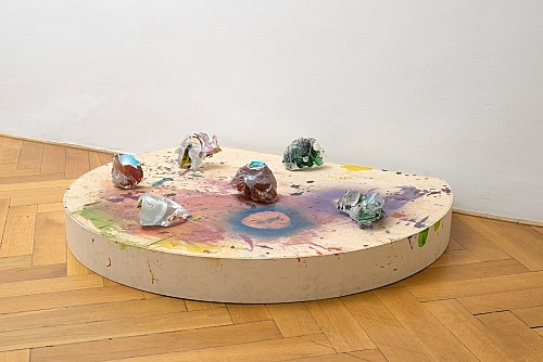 "Lutz Bacher – ""Mars"", 2012 glass, wood, paint 6 glass pieces 32 x 154 x 124 cm installation view Galerie Buchholz, Berlin 2017"