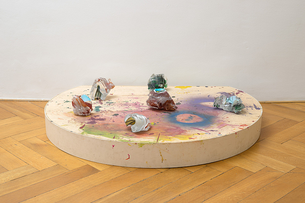 "Lutz Bacher – ""Mars"", 2012 glass, wood, paint 6 glass pieces 32 x 154 x 124 cm installation view Galerie Buchholz, Berlin 2017"