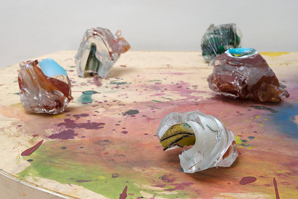 """Lutz Bacher – """"Mars"""", 2012 glass, wood, paint 6 glass pieces 32 x 154 x 124 cm detail"""