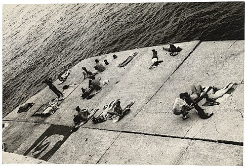 Alvin Baltrop – The Piers (sunbathing platform with Tava mural), n.d. (1975-1986) silver gelatin print image size: 11.3 x 16.7 cm paper size: 11.3 x 16.7 cm (framed: 35.3 x 40.4 x 2.8 cm)