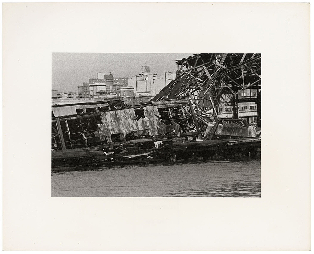 Alvin Baltrop – The Piers (collapsed architecture, couple buttfucking), 1979 silver gelatin print image size: 11.5 x 17 cm paper size: 20 x 25 cm (framed: 35.3 x 40.4 x 2.8 cm)