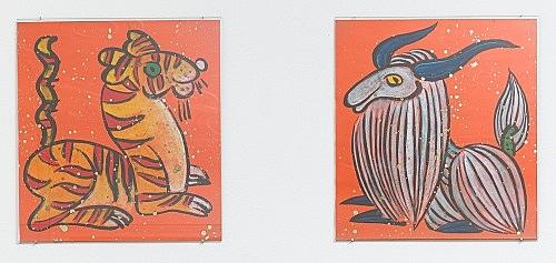 – Tiger & Yak, das Wächterpaar am Tor zu den Göttern, zugleich Beschützer des Naxi-Hauses, zum Neuen Jahr an der Außentür angebracht – farbige Zeichnung Li Jinxing, Lijiang 1995