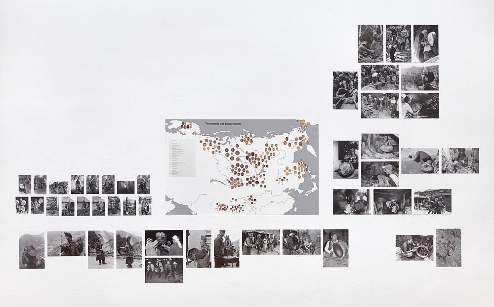 Michael Oppitz – Forschungen an den Rändern der Schrift Raum II: Morphologie der Schamanentrommel Installationsansicht Galerie Buchholz, Berlin 2018