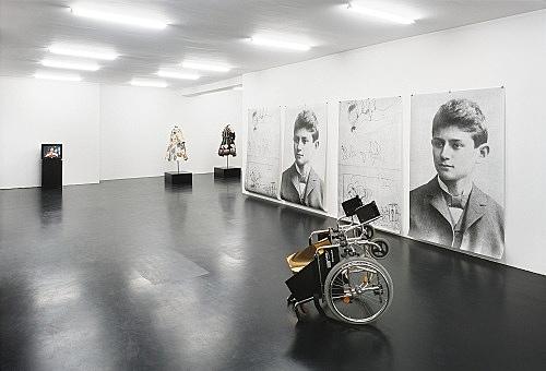 """Fong-Leng, Isa Genzken – """"Birds in a Park"""" installation view Galerie Daniel Buchholz, Köln 2007"""