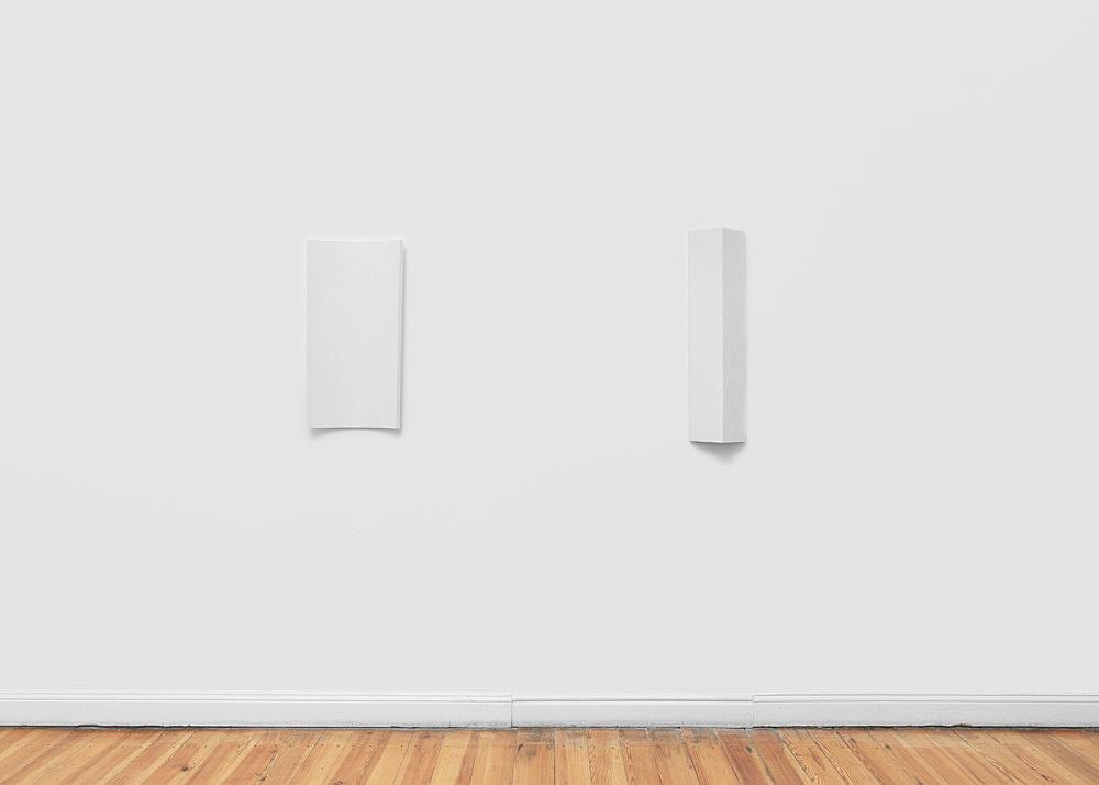 "Florian Pumhösl – ""Plastik IV"", 2018 plaster 81 x 20.5 x 12 cm & ""Plastik III"" plaster 73 x 36.5 x 6 cm installation view Galerie Buchholz, Berlin 2018"