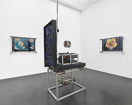 Simon Denny – Games of Decentralized Life installation view Galerie Buchholz, Köln 2018