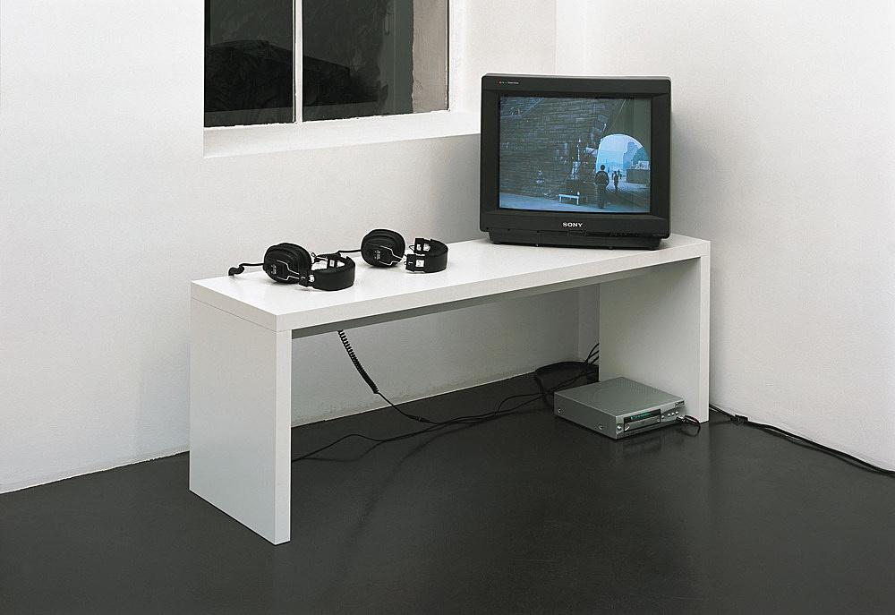 Nina Könnemann – installation view Galerie Daniel Buchholz, Köln 2004