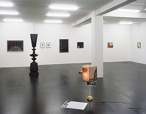 """Next to kin"" – installation view Galerie Daniel Buchholz, Köln 2006"