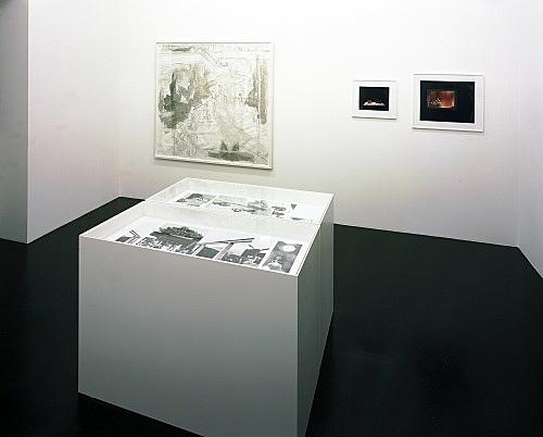 Thomas Eggerer, Annette Kelm – installation view Galerie Daniel Buchholz, Köln 2004