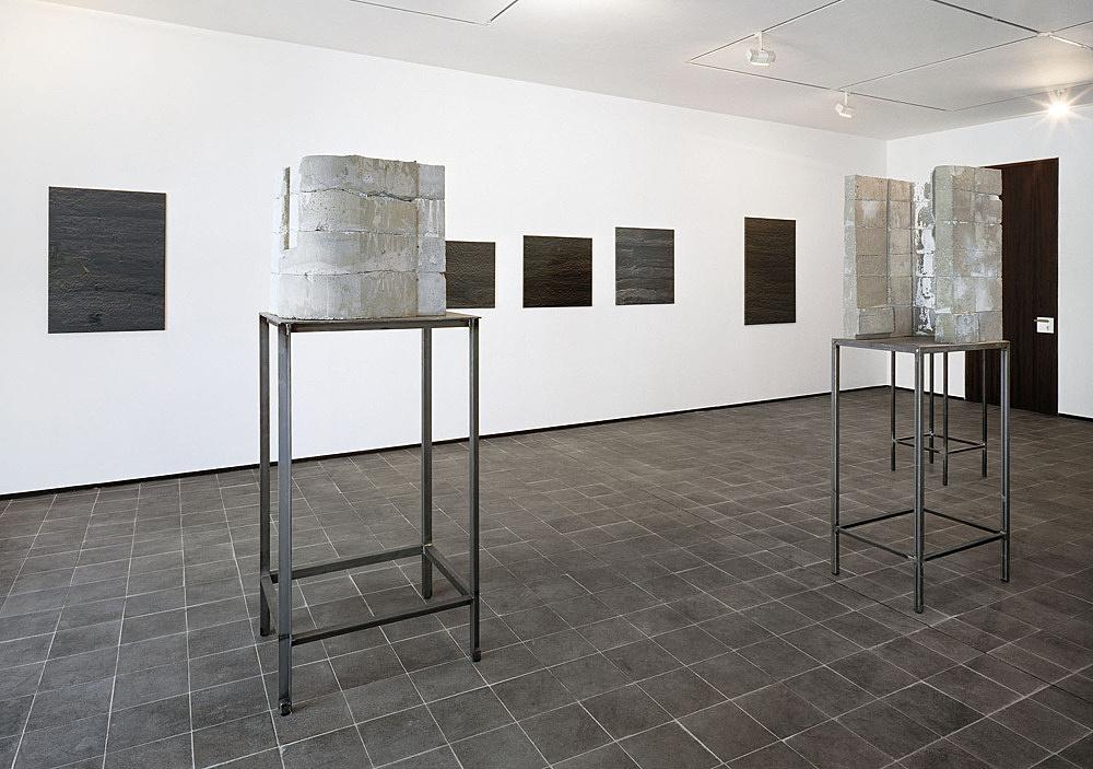 """Isa Genzken – """"Neue Arbeiten"""" installation view Daniel Buchholz, Köln 1988"""