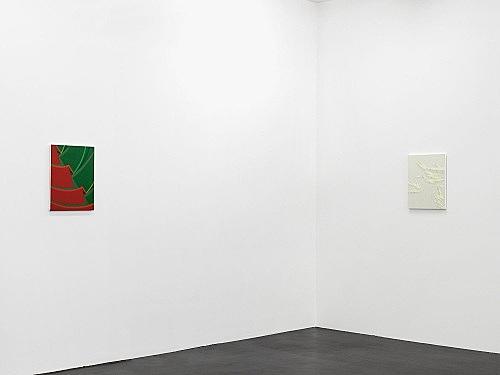 """Tomma Abts – """"Weet"""", 2006 acrylic and oil on canvas 48 x 38 cm & """"Eppe"""", 2006 acrylic and oil on canvas 48 x 38 cm installation view Galerie Daniel Buchholz, Köln 2006"""