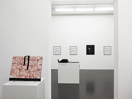 "Sam Lewitt – ""Printer, Scriptor: Folios"" installation view Galerie Daniel Buchholz, Köln 2008"