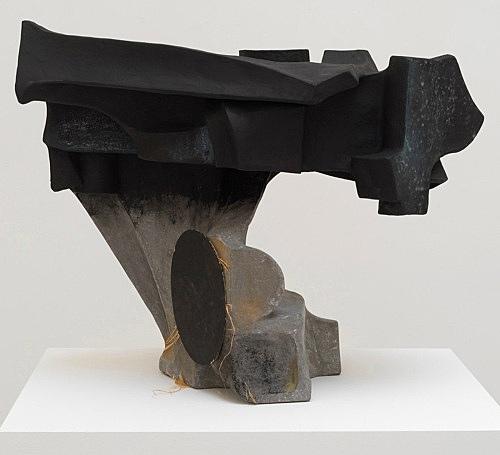 Vincent Fecteau – Untitled, 2018 papier-mâché, resin clay, ink, acrylic, pastel, cardboard, raffia 67.5 x 84 x 43.5 cm
