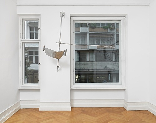 "Nairy Baghramian – ""Scruff of the Neck (Stopgap)"", 2016 cast and polished aluminum, polished aluminum rods, polished aluminum components 206 x 225 x 104 cm installation view Galerie Buchholz, Berlin 2018"