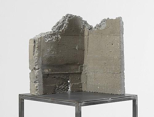 """Isa Genzken – """"Modell für eine Gartenskulptur"""", 1986 concrete, steel 182.5 x 44.5 x 40 cm detail"""