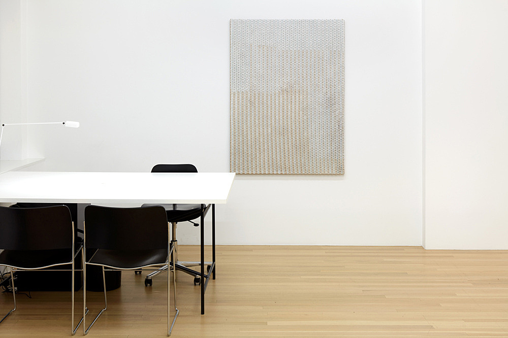 "Sergej Jensen – ""Beige Net"", 2018 acrylic on net fabric over acrylic on sewn linen 139.5 x 99 cm installation view Galerie Buchholz, New York 2018"