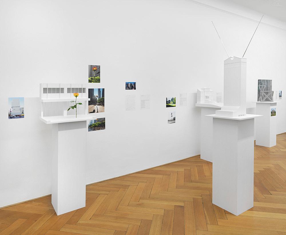 Isa Genzken – Außenprojekte installation view Galerie Buchholz, Berlin 2018