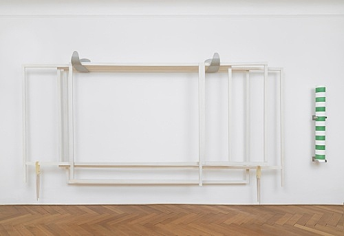"Nairy Baghramian – ""Fourth Wall (Proscenium)"", 2018 waxed wood, painted canvas, lacquered metal, aluminum, rubber 262 x 565 x 58 cm installation view Galerie Buchholz, Berlin 2018"