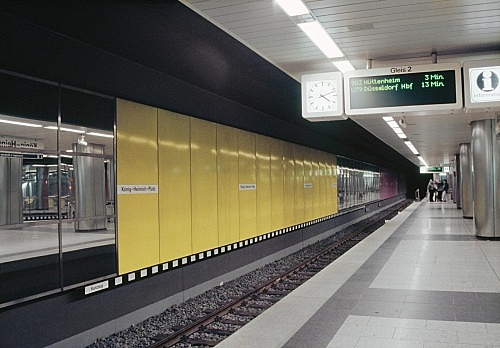 "– ""U-Bahnhof Duisburg"", 1992 Duisburg, König-Heinrich-Platz Subway Station (since 1992) Gerhard Richter ""Abstrakte Komposition"" enamel on steel wall panels 2300 x 268 cm photograph"