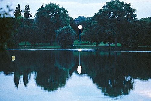 "Isa Genzken – ""Vollmond"", 1997 Münster, lawn on Aa Lake / near Annette-Allee, for 'Skulptur. Projekte in Münster 1997' steel, frosted glass, lighting height: 1400 cm, diameter: 250 cm photograph"