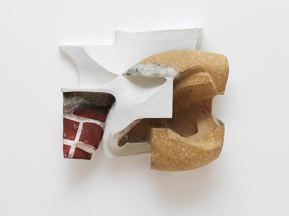 Vincent Fecteau – Untitled, 2020 papier-maché, acrylic, epoxy clay 53.5 x 66 x 25 cm