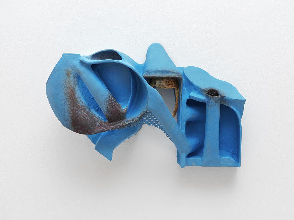 Vincent Fecteau – Untitled, 2020 papier-maché, acrylic, epoxy clay, rattan, wicker basket 44.5 x 71 x 23.5 cm