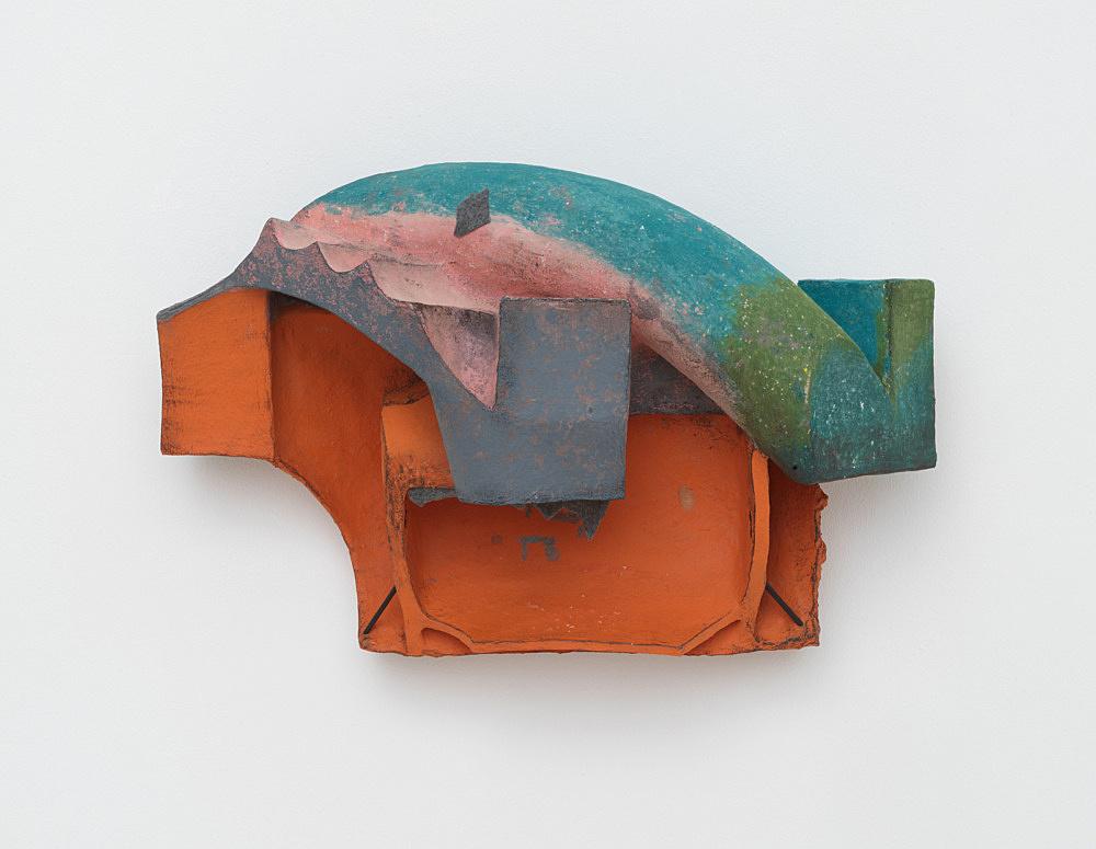 Vincent Fecteau – Untitled, 2020 papier-maché, acrylic, wood, felt 46 x 72.5 x 32 cm