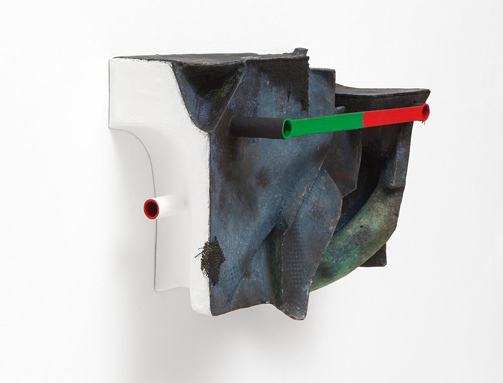 Vincent Fecteau – Untitled, 2020 papier-maché, acrylic, epoxy clay, wood, burlap 53.5 x 67.5 x 30.5 cm