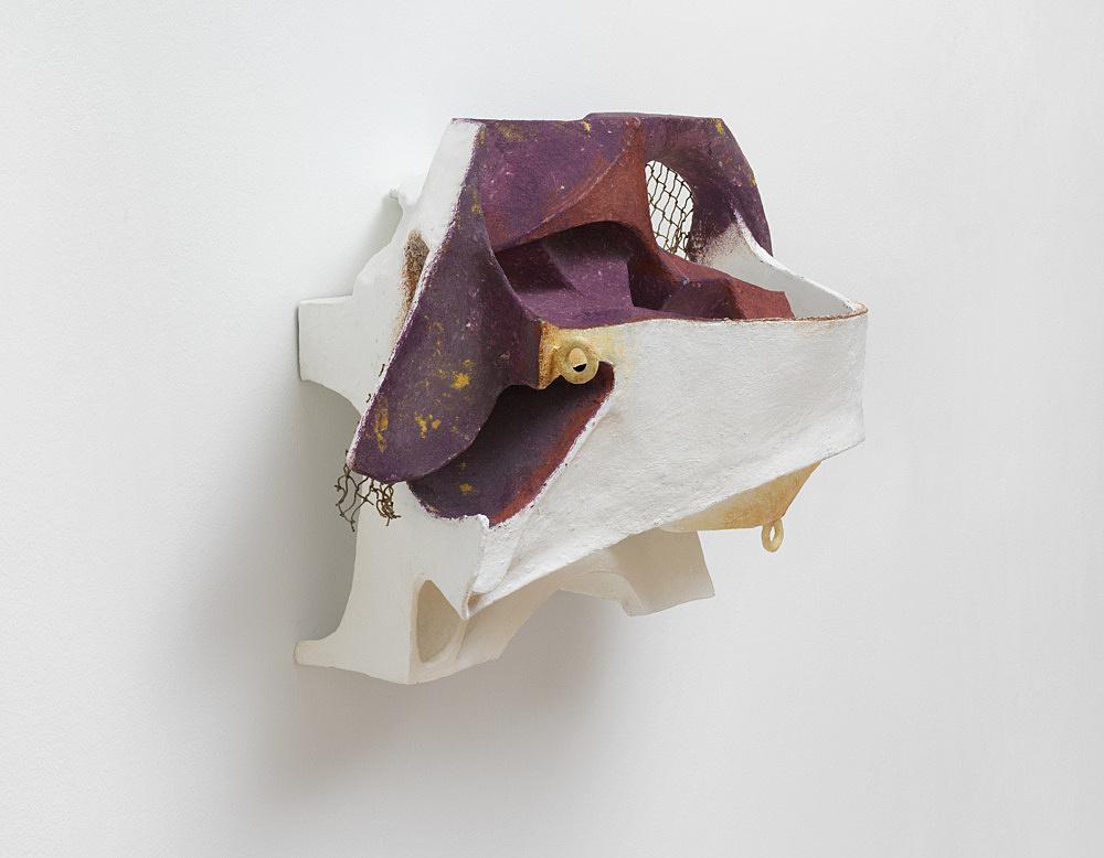 Vincent Fecteau – Untitled, 2020 papier-maché, acrylic, netting 47 x 71 x 32.5 cm