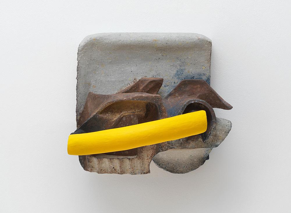 Vincent Fecteau – Untitled, 2020 papier-maché, acrylic 53.5 x 61 x 46 cm