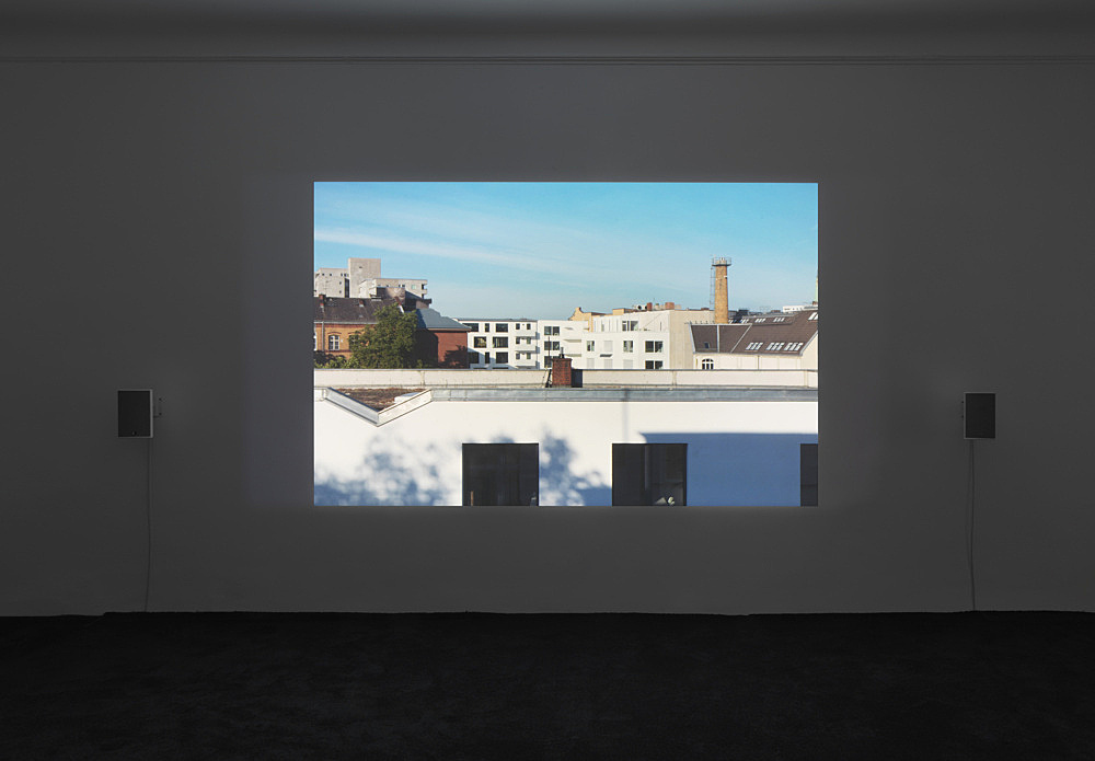 "Wolfgang Tillmans – ""Beleuchter in the Sky"", 2020 4K projection, 22'10'', colour and sound, loop installation view Galerie Buchholz, Berlin 2020"