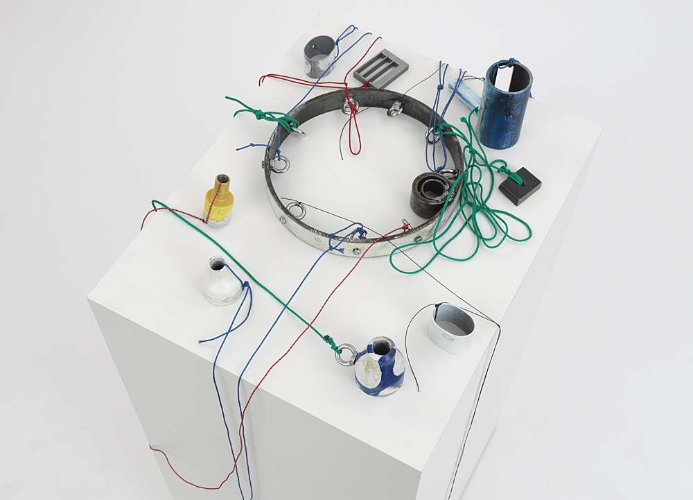 """Josef Strau – """"Mephisto's Hybrid Hours"""", 2021 metal, lacquer, pencil and felt pen, with ropes, on plinth 125 x 60 x 48 cm detail"""