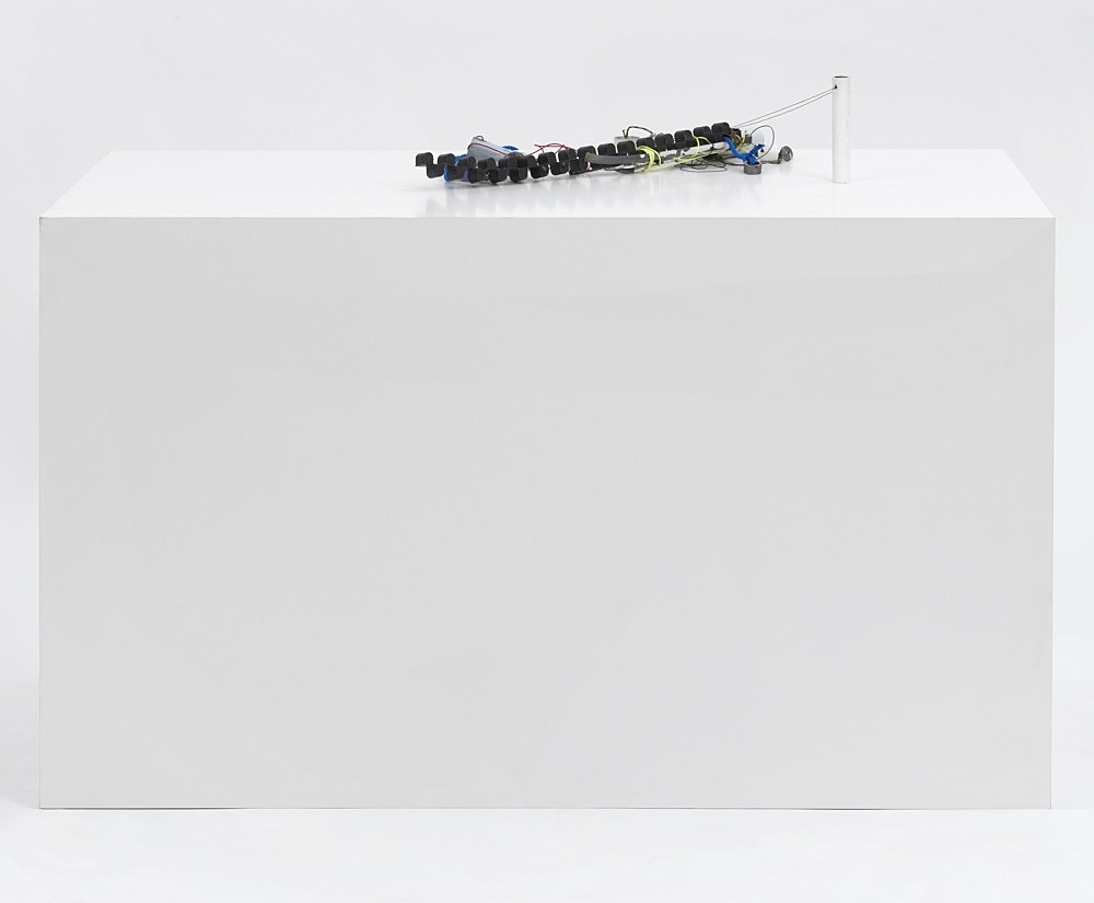 """Josef Strau – """"Mephisto's Broken Down"""", 2021 metal, lacquer and pencil, with ropes, on plinth 112 x 154 x 73,5 cm"""