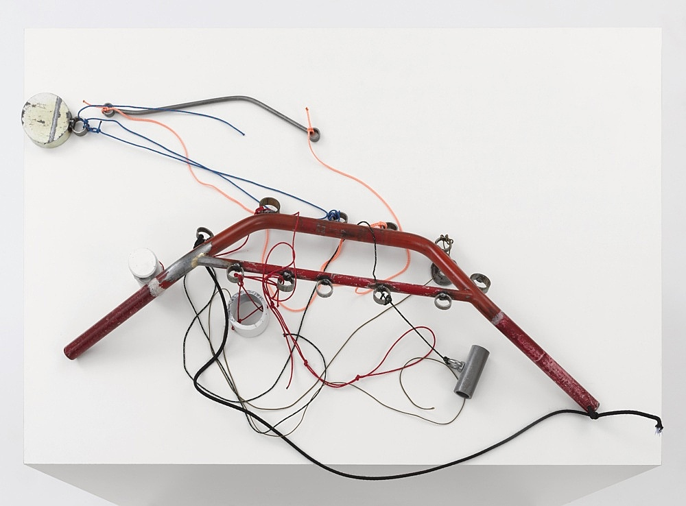 """Josef Strau – """"Mephisto's Reconfiguration"""", 2021 metal, lacquer and pencil, with ropes, on plinth 89 x 99 x 66 cm detail"""