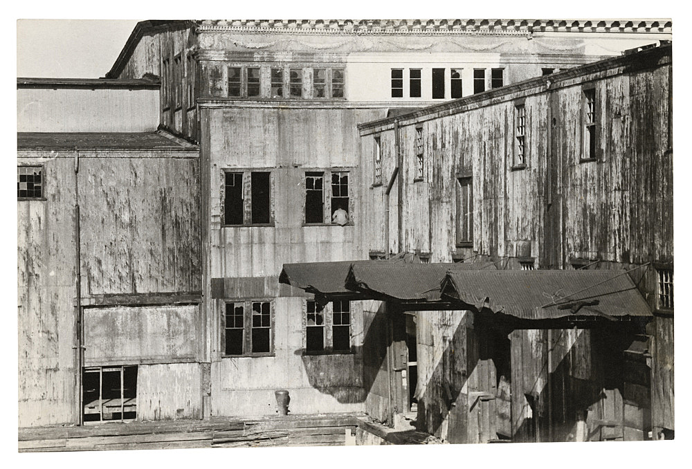 """Alvin Baltrop – """"The Piers (exterior view)"""", n.d. (1975-1986) silver gelatin print 11.3 x 17.7 cm"""
