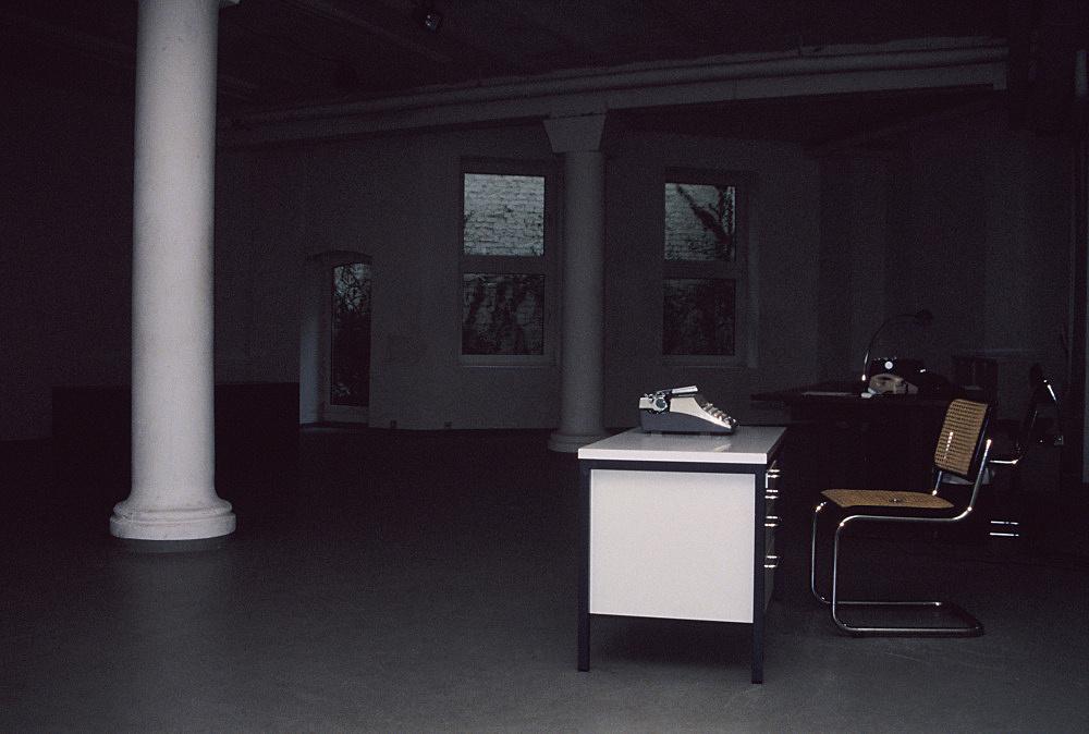 Josef Strau – Übersetzungsbüro installation view Daniel Buchholz, Köln 1988