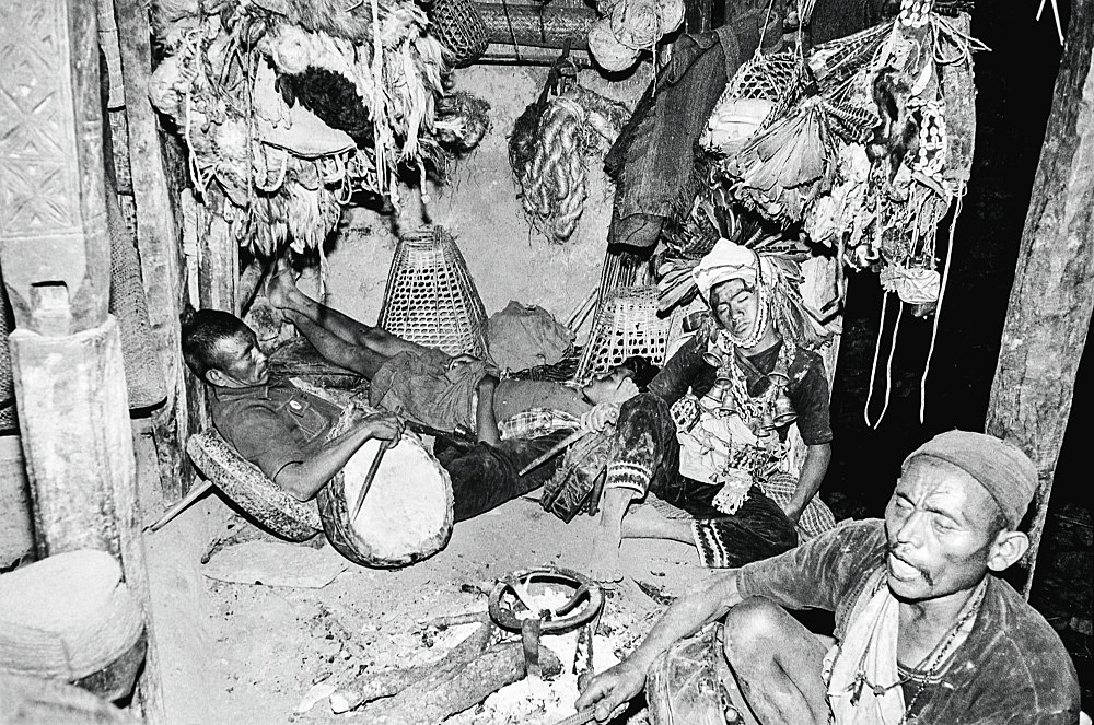 Michael Oppitz – Dozing shamans in long-night séance, 1984 silver gelatin print, 2021 40 x 60 cm