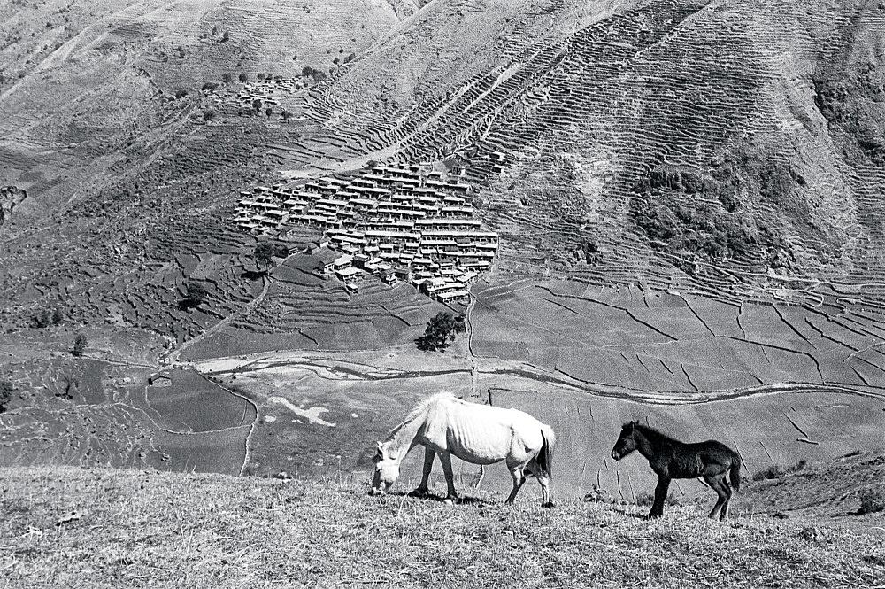 Michael Oppitz – Taka, capital of the northern Magar, 1984 silver gelatin print, 2021 28 x 42 cm