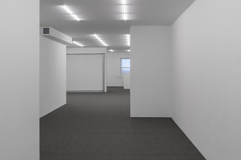 Cady Noland – Installation view, THE CLIP-ON METHOD  Courtesy Cady Noland and Galerie Buchholz